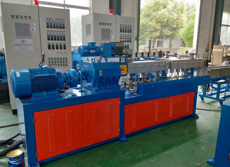 LAB-SCALE-TWIN-SCREW-EXTRUDER